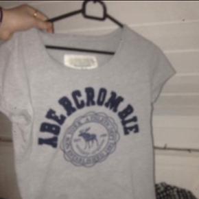 Abercrombie and fitch T-shirt Np 650kr mp 100kr køber betaler fragt