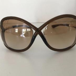 307f0ad783c6 Varetype  Solbriller Størrelse  XL Farve  Brun Oprindelig købspris  1650  kr. Prisen