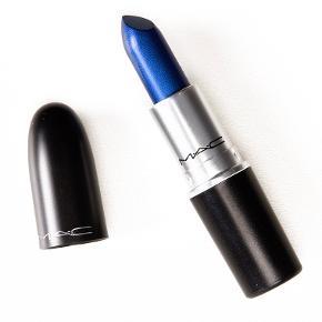 Super fed Mac læbestift sælges i farven 'designer blue'. Aldrig brugt!🤍💙