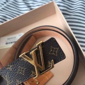 Sælger mit Louis Vuitton bælte da jeg ik får det brugt. Bæltet er i den smalle model.  Np: 2350  Mp: BYD