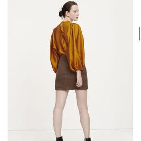 Super smuk og helt ny bluse. Bytter ikke og handler med mobile pay