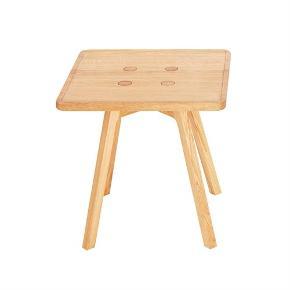 C2 coffee table fra Andersen Furniture i naturolieret eg. Bordene måler 43,5x43,5 cm. Bordene er brugt men fejler ikke noget bortset fra få små brugstegn. Bordene sælges samlet og prisen er derfor for begge borde   Nypris pr bord 3.500kr