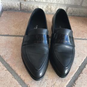 Superq flotte sko fra Pavement i str 37. Sælges da de er for små til mig. Købt til 600kr og står som ny. Flere billeder haves :)