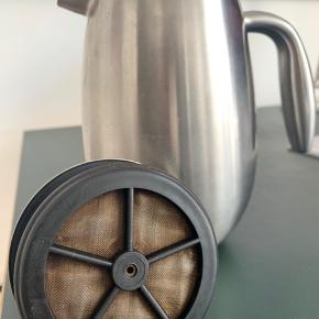 Bodum Columbia dobbeltvægget kaffebrygger 1L (8 kopper). Mat krom. Filteret kan let skiftes. Nypris: 700 DKK