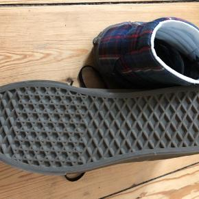 Støvler i ternet Vans str 39 brugt een gang.