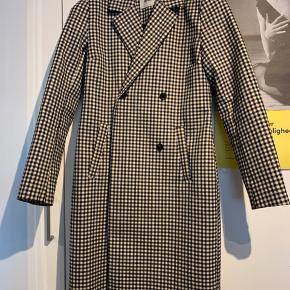 Flot frakke i tern fra Modström i str. XS Brugt sidste sæson og sælges da den er for lille til mig.  Den fejlen intet