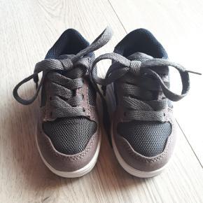 Levi's sko i str. 19.  Hentes i Roskilde eller sender med DAO mod betaling af fragt.