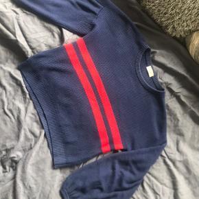 Sælger min elskede trøje da jeg må erkende at jeg ikke får den brugt nok. Der er ingen slitage eller fejl på trøjen