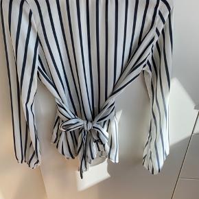 Stribet bluse fra Sisters Point, str. XS