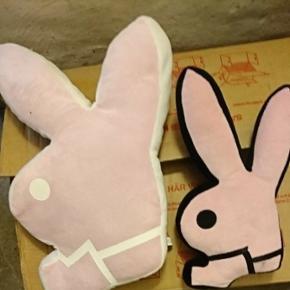 Playboy puder. Kan også sælges særskilt til priserne: stor pude 40 kr lille pude 20 kr