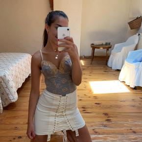 90's vintage gold lace bustier. Sold out in a few minutes on Sororite vintage!! Very rare!  See more on insta: Nordic_vintage_clothing