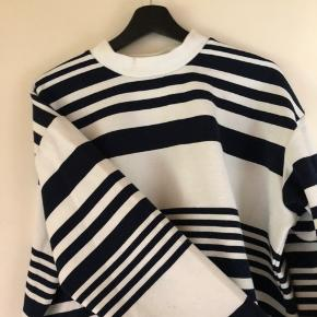 Sweatshirt fra Envii str xl. Godt brugt. Mørkeblå med striber 75kr #30dayssellout