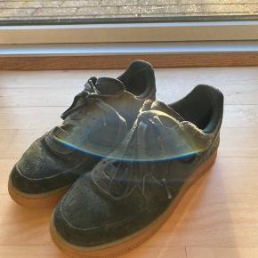 Fine grønne nike sko - passer godt hvis man vil have noget farverigt på🌿💚 De er kun brugt få gange:)