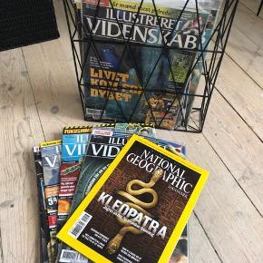 En masse illustreret videnskab- gamle blade, nogle aldrig åbnet! Flere national geografisk blade også🤗 holderen følger med.  Skal afhentes.