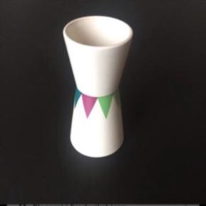 Vase fra Helbak. Nypris 350 kr.  Afhentes i Aarhus.