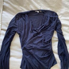 Lidt forskellige bluser  1 - h&m, str. 44 men kan sagtens bruges af s eller m 2 - mbym bodystocking, str. s, kun brugt få gange