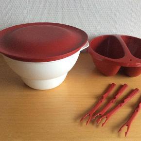 Varetype: Micro Deli Dip + 4 gafler Størrelse: 1 L Farve: Hvid / Rød Oprindelig købspris: 199 kr.