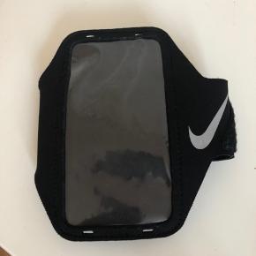 Nike iPhone X/ iPhone 10 holder til armen under løb / andet sport.  Fejler intet. Sælges for 75kr