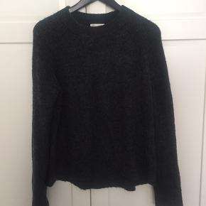 Sweater fra H&M i mørkegrå, str. M. Fin stand. Bytter ikke. Kan sende med DAO, køber betaler fragt. #30dayssellout