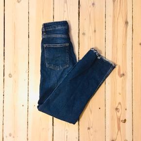 H&M Divided jeans i str 34  93% bomull 6% polyester 1% Elastane