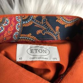 Bemærk venligst denne skjorte er aldrig blevet brugt, sælges kun fordi jeg alligevel ikke følte jeg kunne bærer farven.  Prisen er fast, da den har en nypris på 1099,-   Mærke - ETON Str. 40/Medium Fit - Normal   Køber betaler fragt, medmindre der bliver købt ydeligere fra min shop, så kan vi diskuterer fragten. Kig ind, har massere af mærkevarer.