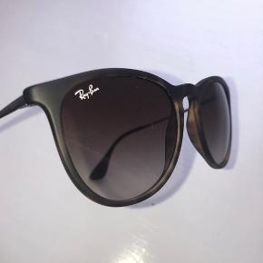 Brune Ray-Ban solbriller i modellen Erika. De sælges, da jeg ikke får dem brugt nok. Der er ingen tegn på slid.