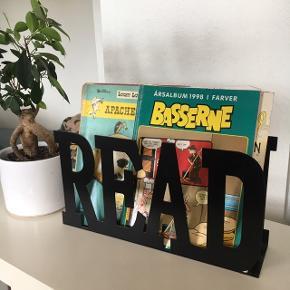 Stilet magasin-holder   Sælger denne fine magasin-/bogholder i metal. :)  75kr - hent i Kastrup