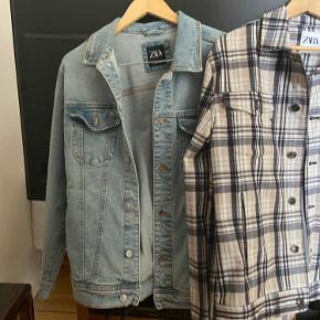 2 helt nye Zara jakker der passer til alt slags vejr :)  Begge er str L Køb begge for 300  Ellers 200kr stk  Nypris pr jakkke er 550kr    Tjek også mine andre annoncer ud ;)