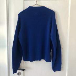 Blå strik fra H&M i cobolt blå.