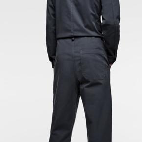 Helt ny og ubrugt jumpsuit  Super fed men fik den aldrig brugt og da vi skal flytte sælger vi lidt ud i det vi ikke bruger mere   Tjek gerne mine andre annoncer 🍀