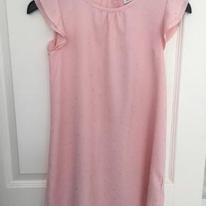 Lyserød kjole fra name it med prikker
