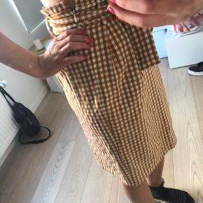 Fejlkøbt sæt af nederdel + blazer. Kun brugt en gang 😊 passes af xs/s