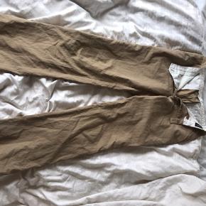 Mega lækre bukser, som jeg desværre ikke kan passe. Skriv for mere information🤩