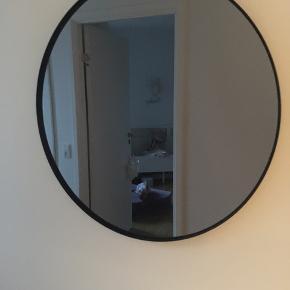Aytm spejl i røget glas: str 70cm. Np 1400