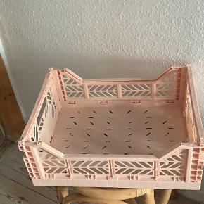 Helt ny HAY kasse til opbevaring. Sælges da jeg har fortrudt farven. Fersken / lyserød farve.