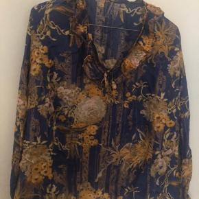 Smuk vintage bluse med flæser