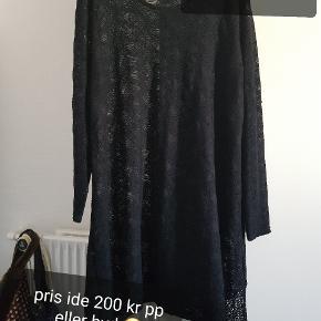 Rigtig fin nör+ blonde kjole gennemsigtig str 2  Pris ide 200 kr pp eller kom med bud 😊   Har hund så hundehår kan forekomme