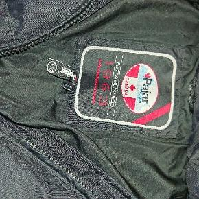 Hej sælger denne pajar jakke i str l da jeg ikke kan passe den jakken kan afhentes på nordfyn sender ikke med mdr køber betaler trendsales gebyret har dog mobilpay