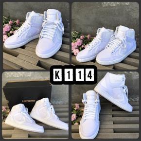 (K114) Superfede unisex sneakers str. 37  fra CONVERSE - NYE og i original kasse!  Model: Weapon Mid, White, Unisex. Indvendigt mål ~ 22,5 cm Nypris: 800,-.  Sælges til 375,-pp (fast pris)  *** SE OGSÅ MINE ANDRE ANNONCER ***