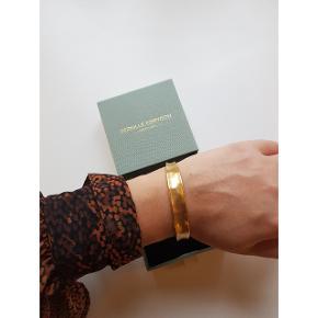 Smukt Saga Bracelet Gold Plated 💫  Brugt 2 gange og fremstår nyt.  Æske medfølger 🤗  Nypris 750kr.  Mp 500kr.   Kan afhentes i Charlottenlund eller sendes med DAO på købers regning.