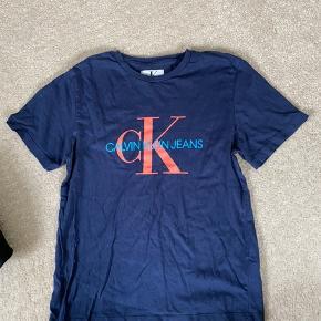 God tshirt i god stand, kun lidt krøllet :)