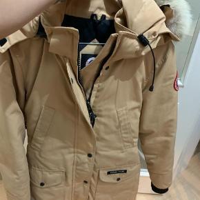 Varetype: Dunjakke Farve: Beige Oprindelig købspris: 5500 kr.  Flot jakke i fin stand BYD :)