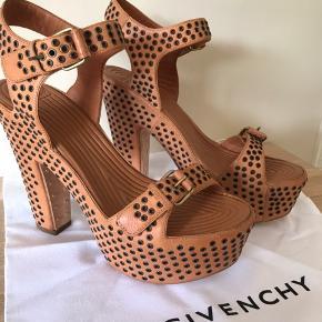 Mega cool og rå heels fra Givenchy