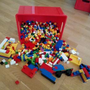 Legoklodser, masser af dem. Inkl.kassen