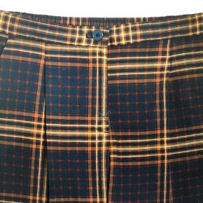 Flotte ternede bukser fra monki Str 38 🌸  Brugt en gang Se også mine andre annoncer 🤩