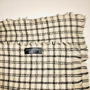 Super blødt, bredt og langt tørklæde fra Zara.   📬 Køber betaler for forsendelse 📬