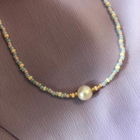 Perle choker halskæde  Pastel farver beige og lyseblå Ferskvandsperle i midten Lås: forgyldt messing 📐: 32-34 cm 💮 Prisen er fast og inkl forsendelse med postnord  #trendsalesfund