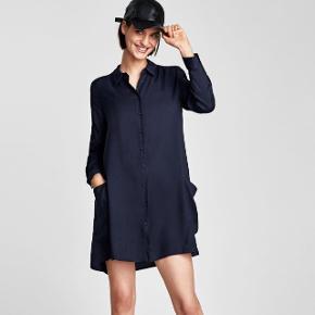 Kjolen er brugt 1 gang og helt som ny. Se også mine andre annoncer med bl.a kjoler fra Cos, Zara og Moss Copenhagen
