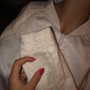 'Real silk' bomber jakke med fine blonde detaljer ✨