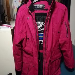 Fin pink vinter jakke. Brugt men ingen slid eller huller. Rigtig fin stand